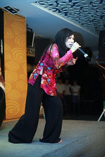 Chấm điểm sao Việt xấu đẹp với áo bà ba - 12