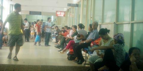 Cảnh quá tải khủng khiếp ở bệnh viện VN - 1