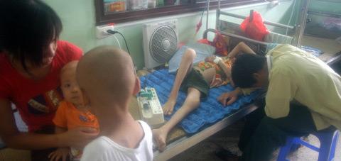 Cảnh quá tải khủng khiếp ở bệnh viện VN - 7