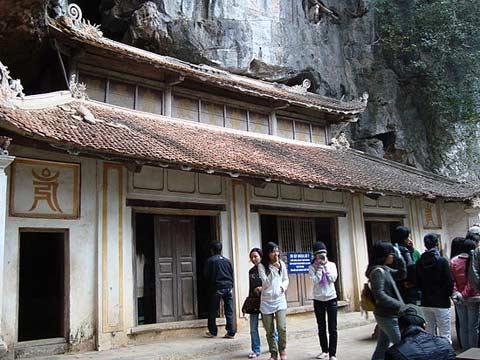 Kỳ bí những động chùa trên núi đá Hoa Lư - 1