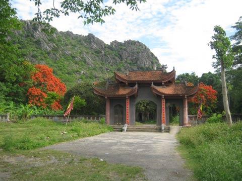 Kỳ bí những động chùa trên núi đá Hoa Lư - 3