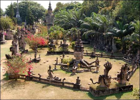 Sang Lào, tới thăm công viên tượng Phật - 1