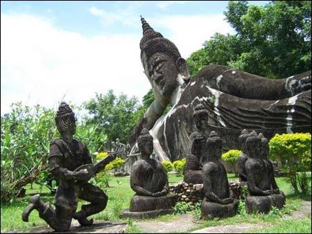 Sang Lào, tới thăm công viên tượng Phật - 2