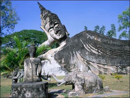 Sang Lào, tới thăm công viên tượng Phật - 3