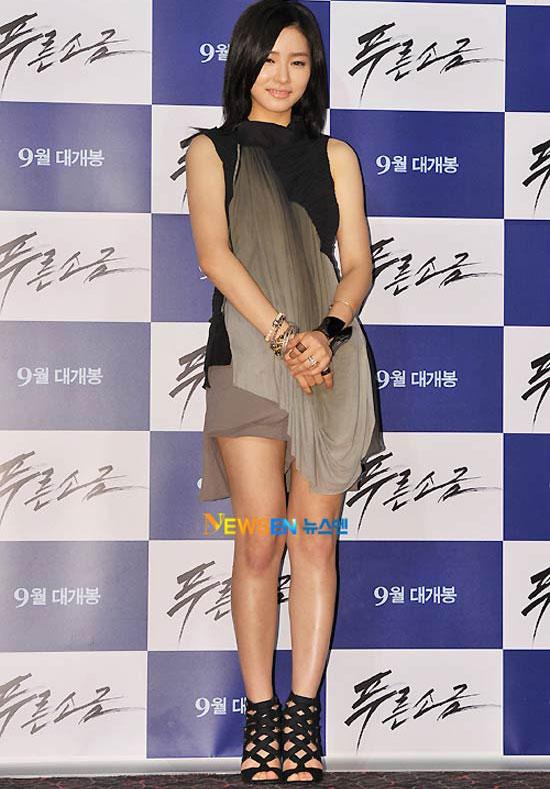 """Kim Hye Soo khoe ngực """"xịn"""" với váy mỏng - 3"""