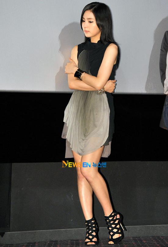 """Kim Hye Soo khoe ngực """"xịn"""" với váy mỏng - 4"""