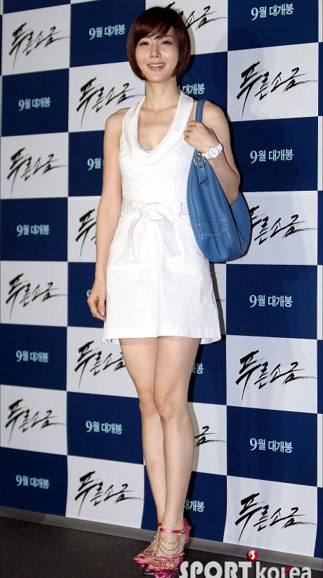 """Kim Hye Soo khoe ngực """"xịn"""" với váy mỏng - 12"""