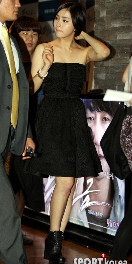 """Kim Hye Soo khoe ngực """"xịn"""" với váy mỏng - 14"""