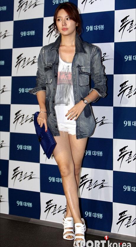 """Kim Hye Soo khoe ngực """"xịn"""" với váy mỏng - 13"""