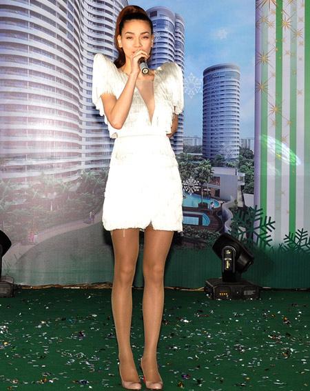 20 bộ váy gây xao xuyến của Hồ Ngọc Hà - 3