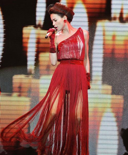 20 bộ váy gây xao xuyến của Hồ Ngọc Hà - 4