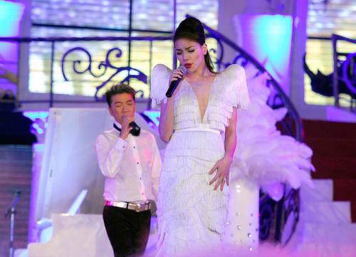 20 bộ váy gây xao xuyến của Hồ Ngọc Hà - 2