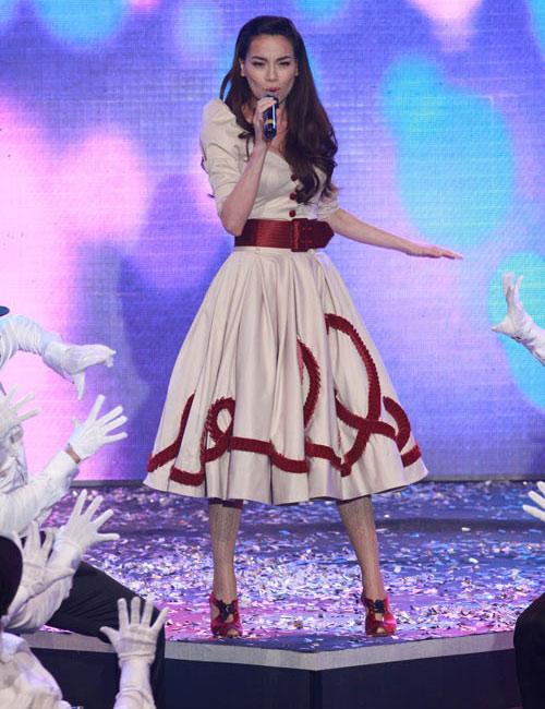 20 bộ váy gây xao xuyến của Hồ Ngọc Hà - 20