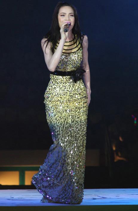 20 bộ váy gây xao xuyến của Hồ Ngọc Hà - 8