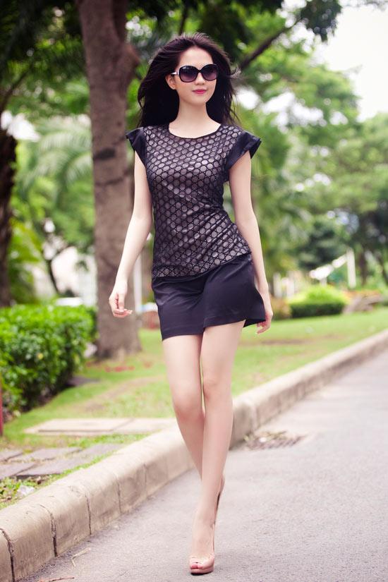 Diện váy ren gợi cảm như Ngọc Trinh - 9