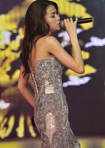 20 bộ váy gây xao xuyến của Hồ Ngọc Hà - 9