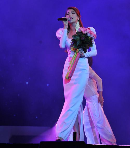 20 bộ váy gây xao xuyến của Hồ Ngọc Hà - 12