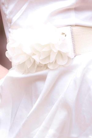 Diện váy ren gợi cảm như Ngọc Trinh - 16