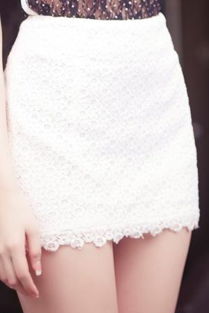 Diện váy ren gợi cảm như Ngọc Trinh - 3