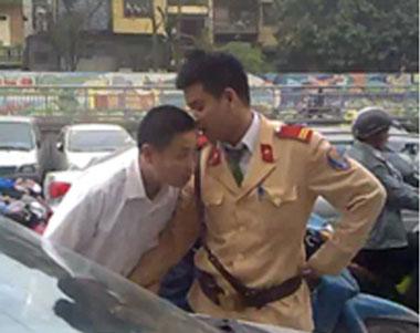 Cảnh sát giao thông chửi dân - 1