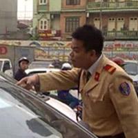 Cảnh sát giao thông chửi dân