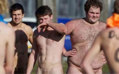 Nam nữ nude tập thể chơi bóng bầu dục - 10