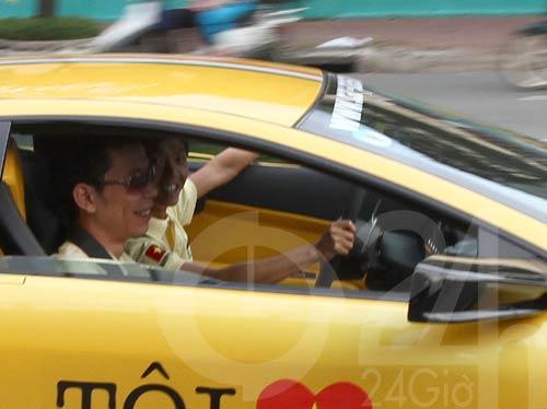 Đoàn siêu xe triệu đô diễu phố Sài Thành - 3