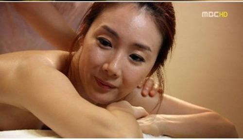 Mỹ nhân Hàn tự 'lăng xê' táo bạo - 17