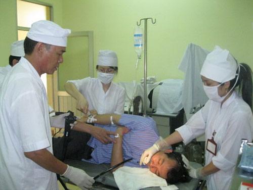 Bệnh viện Móng Cái bị đập phá trong đêm - 1