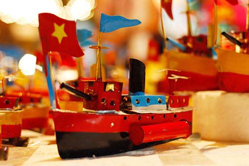 """Tàu thủy đồ chơi """"công nghệ"""" Việt xuất ngoại - 1"""