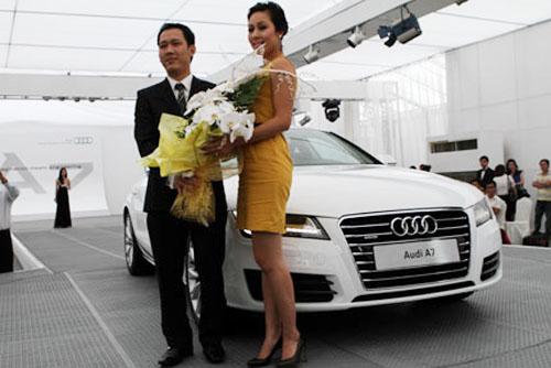Hoa hậu Ngô Phương Lan chơi Audi A7, giá hơn 3 tỷ đồng - 1