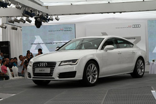 Hoa hậu Ngô Phương Lan chơi Audi A7, giá hơn 3 tỷ đồng - 3