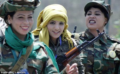 Sự thật đau đớn về đội trinh nữ của Gaddafi - 1