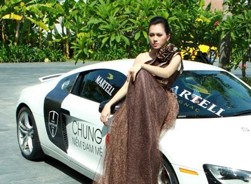 Mẫu Việt bên siêu xe của Cường Đôla - 5