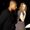 Madonna 'bao' cả nhà phi công trẻ đi chơi