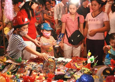 Đồ chơi trung thu Trung Quốc hút khách - 1