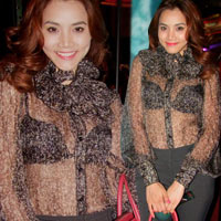 Trang Nhung vô tư mặc áo xuyên thấu