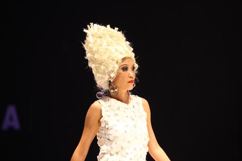 Khởi động show thời trang tóc 2011 - 4