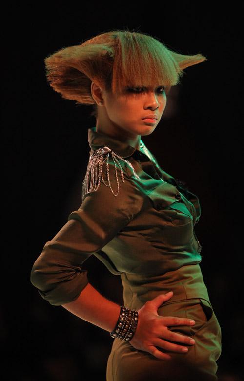 Khởi động show thời trang tóc 2011 - 2