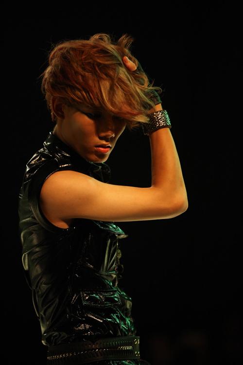 Khởi động show thời trang tóc 2011 - 3