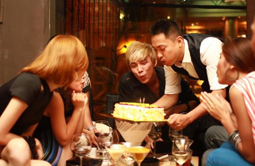Trương Ngọc Ánh rạng ngời đi sinh nhật - 20