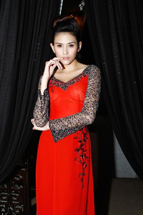 Hoàng Yến yểu điệu cùng áo dài ren - 1