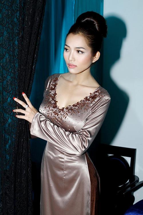 Hoàng Yến yểu điệu cùng áo dài ren - 12