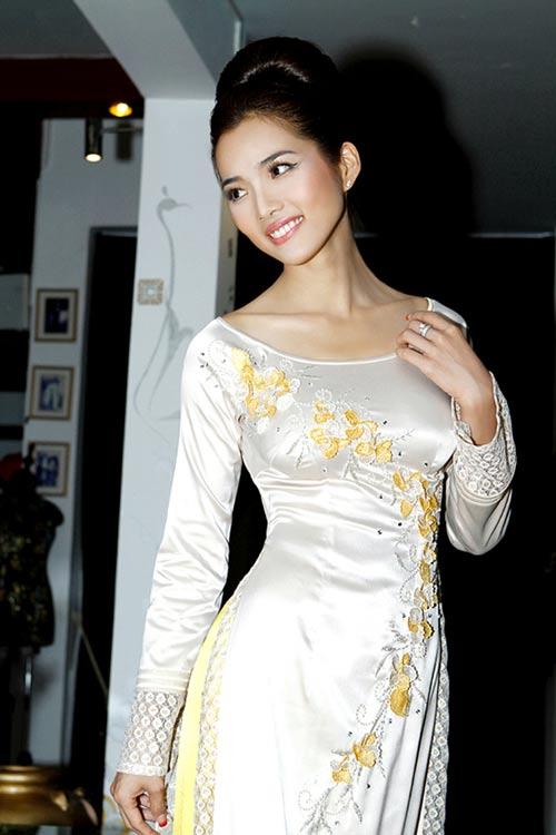 Hoàng Yến yểu điệu cùng áo dài ren - 15
