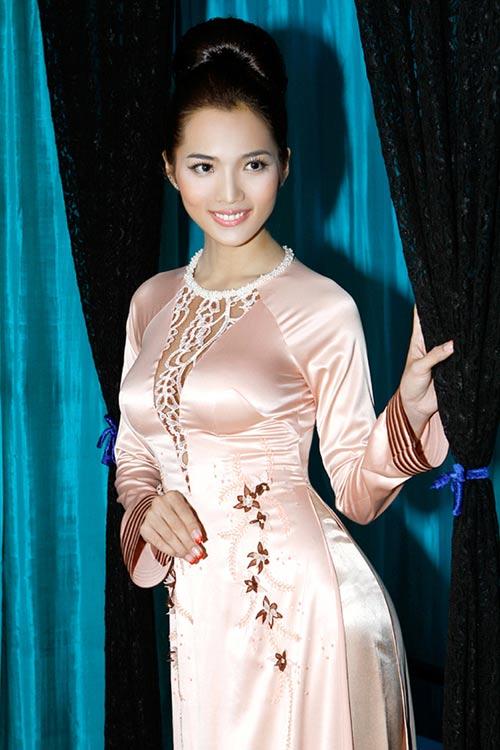 Hoàng Yến yểu điệu cùng áo dài ren - 13