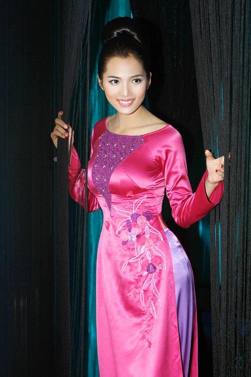 Hoàng Yến yểu điệu cùng áo dài ren - 14