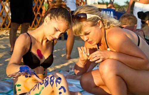 Thi vẽ tranh trên cơ thể mẫu bikini - 5