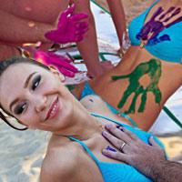 Thi vẽ tranh trên cơ thể mẫu bikini