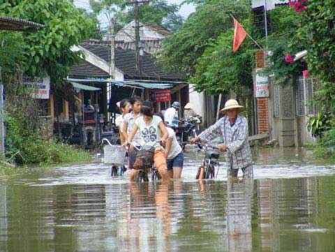 Thanh Hoá, Nghệ An chìm trong biển nước - 1