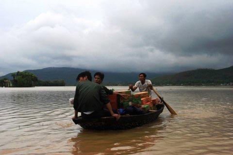 Thanh Hoá, Nghệ An chìm trong biển nước - 16